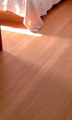 Aplicação bona no piso de bambu