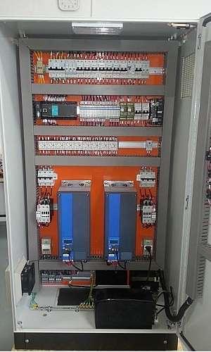 painel elétrico com CLP